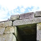 【反射炉】反射炉の石垣。石垣に開けられた穴は湿気を取り除くためのものです。
