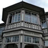 【異人館】今から約150年ほど前に、鹿児島に紡績の技術を教えにきたイギリス人技師の宿舎として建てられた木造洋風の建物。