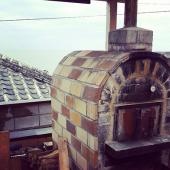 【羽島のピザ窯】薩摩藩英国留学生記念館を見下ろせる場所にある、ふっくらもちもちにピザを焼くことができる手作り窯です。