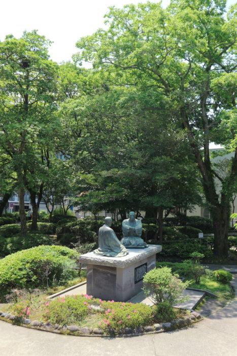 徳の交わり銅像(西郷公園・鹿児島市)